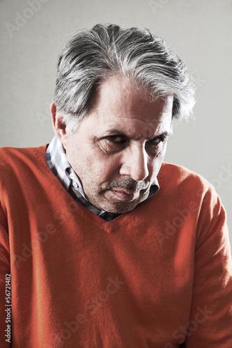 Fotografie, Obraz  Älterer Mann schämt sich