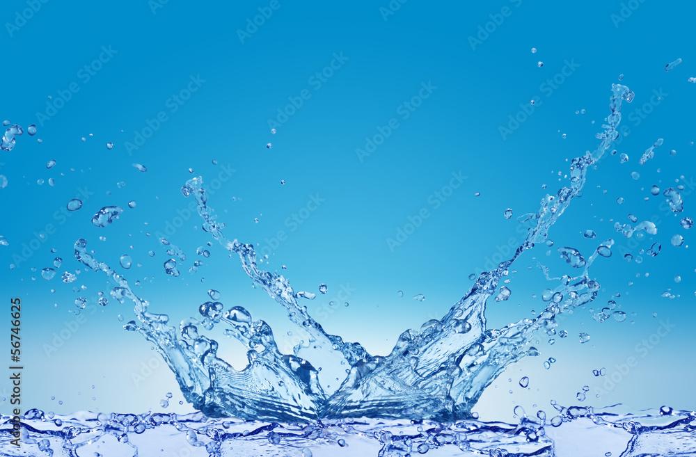 Fototapeta Plusk wody na niebieskim tle