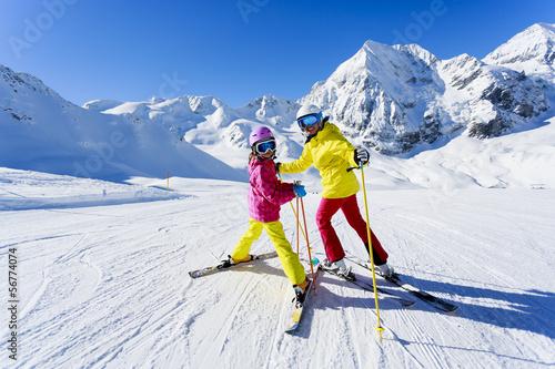 Cuadros en Lienzo Skiing, winter, ski lesson - skiers on ski run