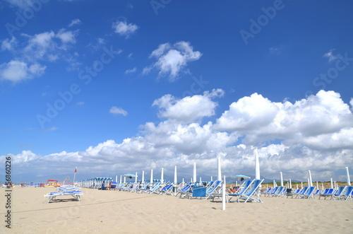 Malownicza plaża Marina di Vecchiano niedaleko Pizy, Włochy - fototapety na wymiar