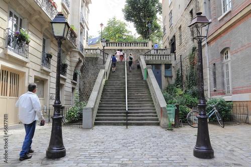 Escalier du quartier de Montmartre à Paris - Buy this stock photo ...