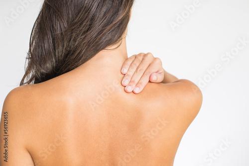 Fotografía  Frau mit Schmerzen im oberen Rücken und im Nacken