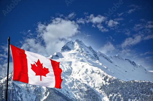 Spoed Foto op Canvas Canada Canadian flag and beautiful mountain landscape