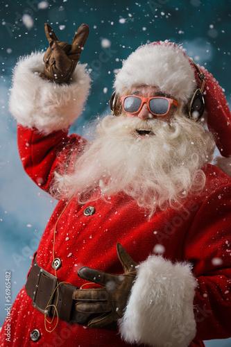 Papiers peints Magasin de musique Santa Claus is listening to music in headphones outdoors at Nort