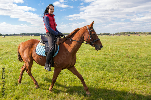 Stickers pour portes Equitation Young woman riding a horse