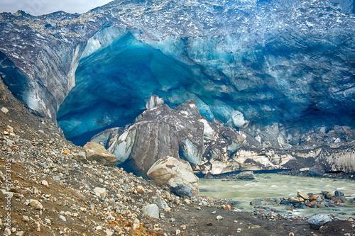 Cuadros en Lienzo Glacier ice cave at Kverkfjoll