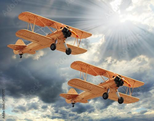 zdjecie-w-stylu-retro-z-biplanes-transport