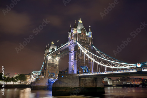 tower-bridge-londyn-noca