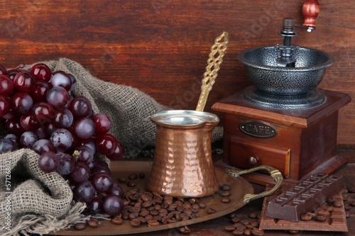 Keuken foto achterwand Koffiebonen Coffee grinder, turk and coffee beans