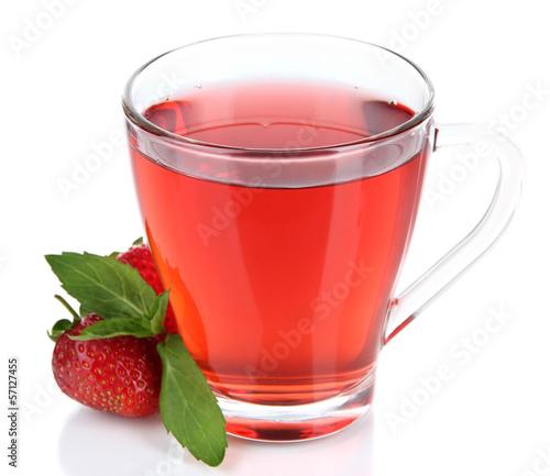 wysmienicie-truskawkowa-herbata-odizolowywajaca-na-bielu