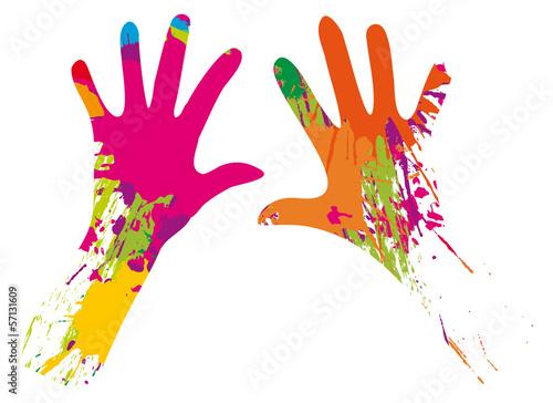mains et taches de peinture