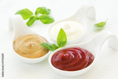 Fotografía  Assorted sauces: mayonnaise, ketchup, mustard.