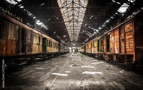 Foto op Plexiglas Oude verlaten gebouwen Old trains at abandoned train depot