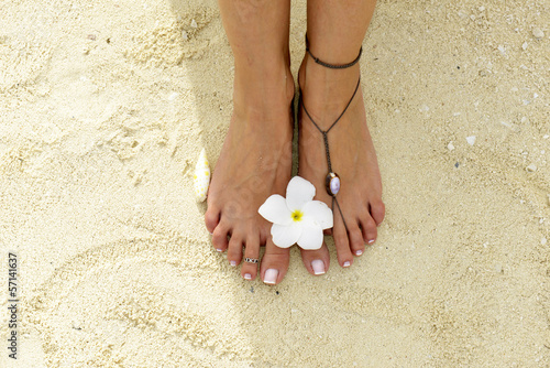 Poster Pedicure Woman feet in the sand