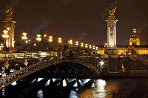 most-aleksandra-iii-w-nocy-w-paryzu-francja