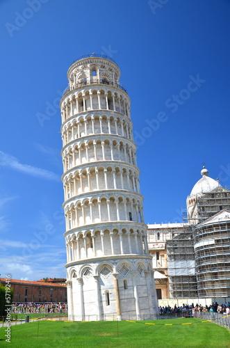 Fototapeta Turyści na Placu Cudów w Pizie, Włochy obraz