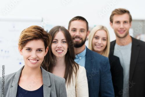 junge arbeitsgruppe im büro Canvas Print