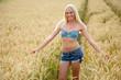 Leinwanddruck Bild - Attraktive blonde Frau