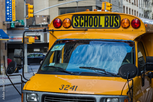 Fotobehang New York TAXI A yellow school bus in New York
