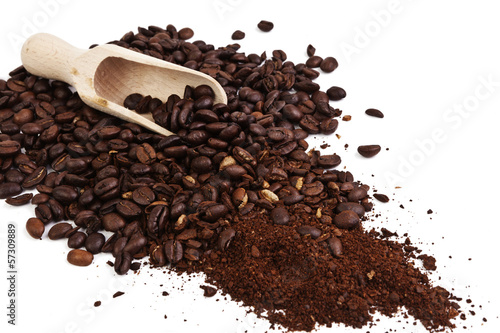 Deurstickers koffiebar Whole and ground coffee beans