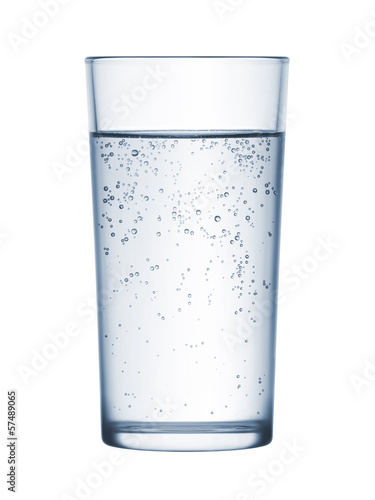 Papiers peints Eau glass of mineral water on white background