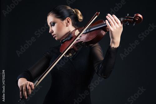 Cuadros en Lienzo Hermosa mujer joven que toca el violín sobre negro