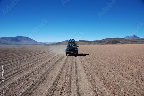 Photo  Jeep in the desert, Bolivia