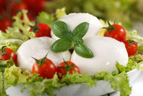 Fotografie, Obraz  mozzarella di bufala italiana con pomodorini di pachino