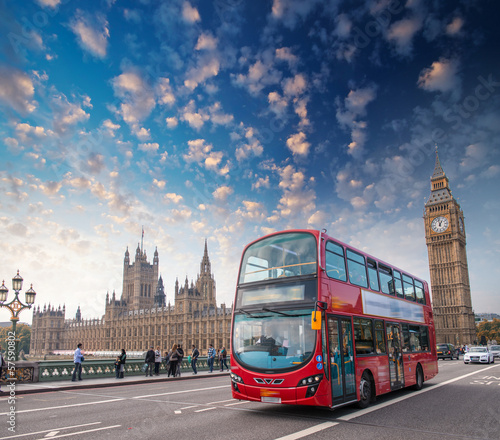 Poster Londres bus rouge London, UK. City street scene