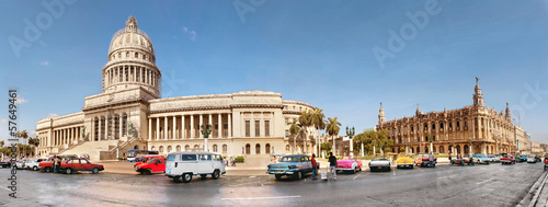 Foto op Canvas Havana Vintage cars near the Capitol