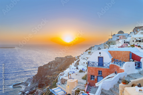 Papiers peints Santorini Greece Santorini island Oia sunset, view above caldera with sea