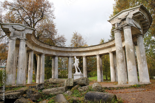 The Apollo Colonnade in Pavlovsk Park, Russia Fototapeta