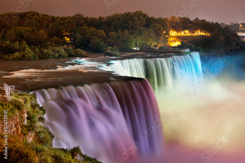 Poster Foto van de dag Niagara Falls lit at night by colorful lights