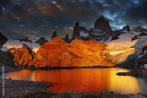 Aluminium Prints Gray traffic Mount Fitz Roy, Patagonia, Argentina