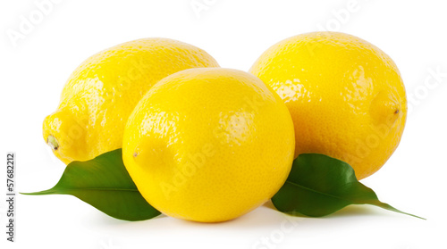 Foto  Three ripe lemons with leaves