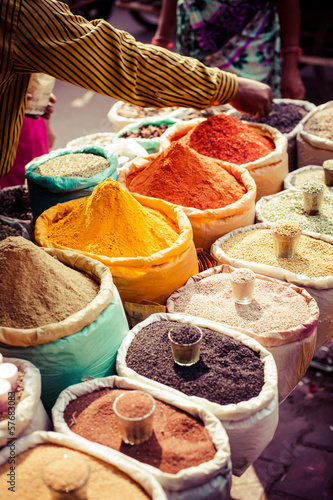 Staande foto India Traditional spices and dry fruits in local bazaar in India.