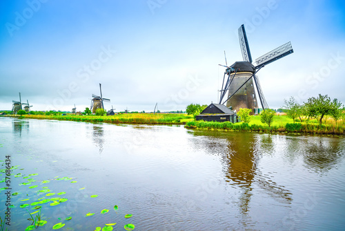 Fotografía  Windmills and canal in Kinderdijk, Holland or Netherlands.
