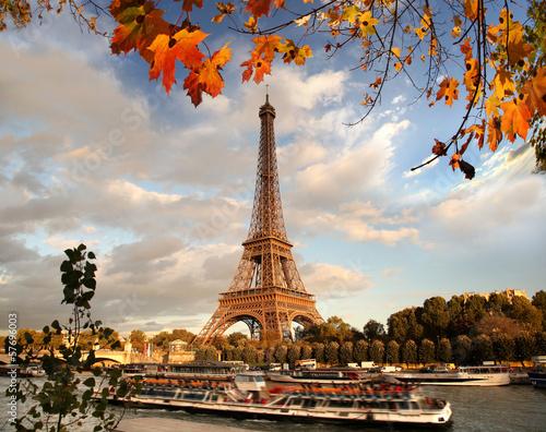 Printed kitchen splashbacks Eiffel Tower with autumn leaves in Paris, France