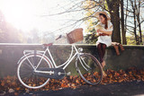 Fototapeta Na ścianę - romantyczna jesienna dziewczyna
