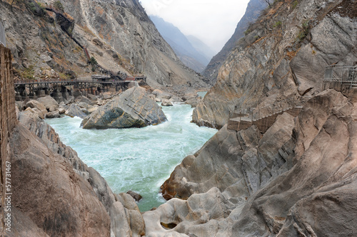 Tiger leaping gorge in China ( world's deepest gorge ) Canvas-taulu
