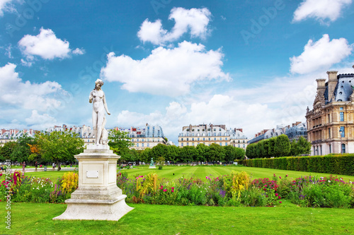 Staande foto Praag Sculpture and statues in Garden of Tuileries.