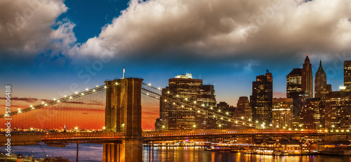 Amazing New York Cityscape - Skyscrapers and Brooklyn Bridge at