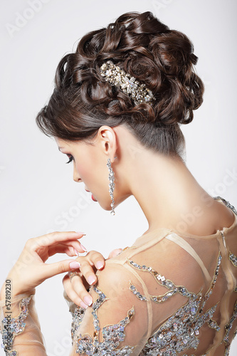 Poster Kapsalon Elegance. Chic. Beautiful Brunette with Classy Hairstyle. Luxury