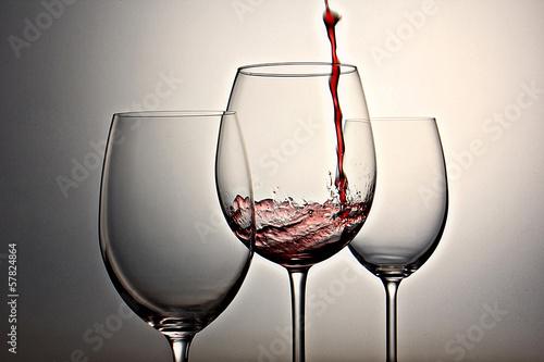 tres copas de vino, primer plano, fondo horizontal Fototapete