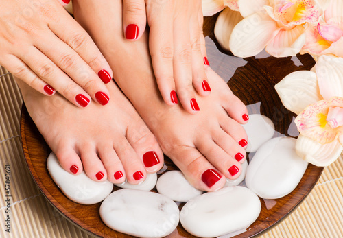 Stickers pour portes Pedicure Beautiful female feet at spa salon on pedicure procedure