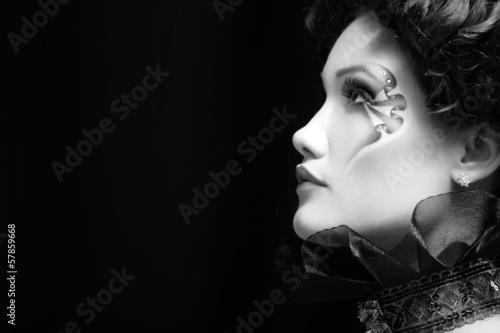 Fotografía woman beautiful halloween vampire baroque aristocrat over black