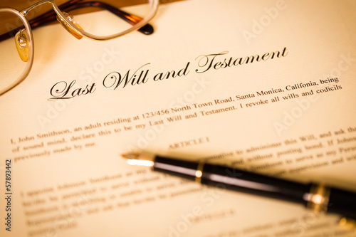 Cuadros en Lienzo  Last will and testament with pen and glasses concept for legal d