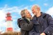 canvas print picture - älteres senioren paar gesund und glücklich an der ostsee