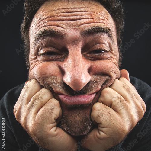 Fotografie, Obraz  primo piano di un uomo che fa una smorfia