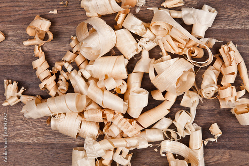 Fotografia, Obraz  Woodchips (shavings) on wooden surface